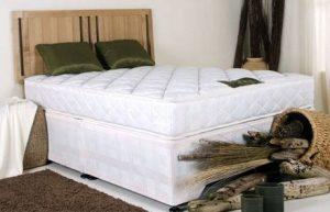 """Classic 4'6"""" Divan Bed"""