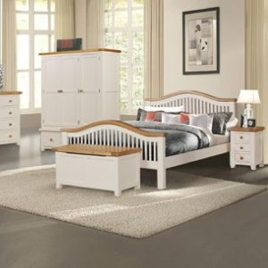 "Juliet 4'6"" Curved Bed Set"