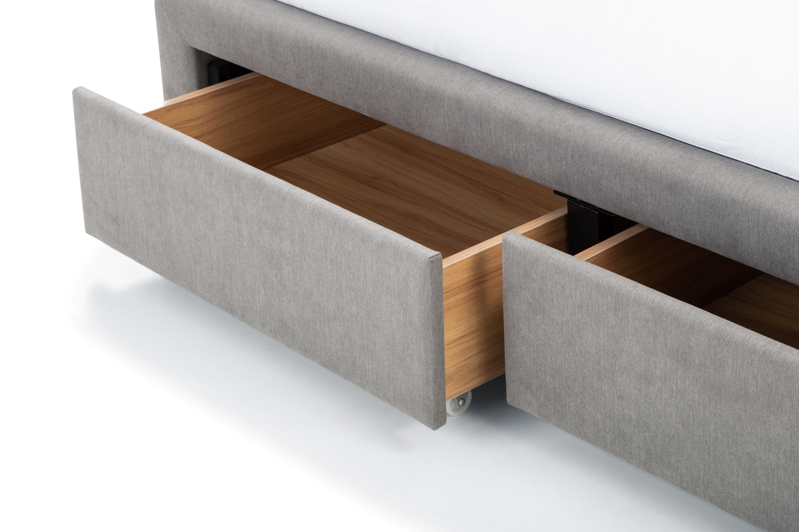 Fullerton 5' Fabric Bed