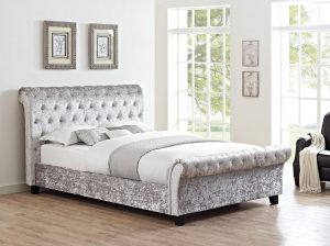 Chester 5' Upholstered Bed